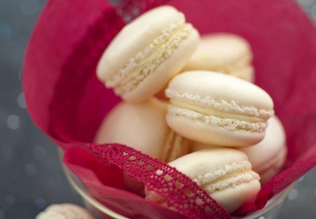 Les macarons au fromage  Pour un petit apéritif sympa et original...  Voir la recette des macarons au fromage