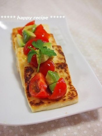 相性バツグン!「アボカド&トマト」栄養価UPの食べ合わせ♪レシピ集 ... 塩豆腐ステーキ アボトマソース添え