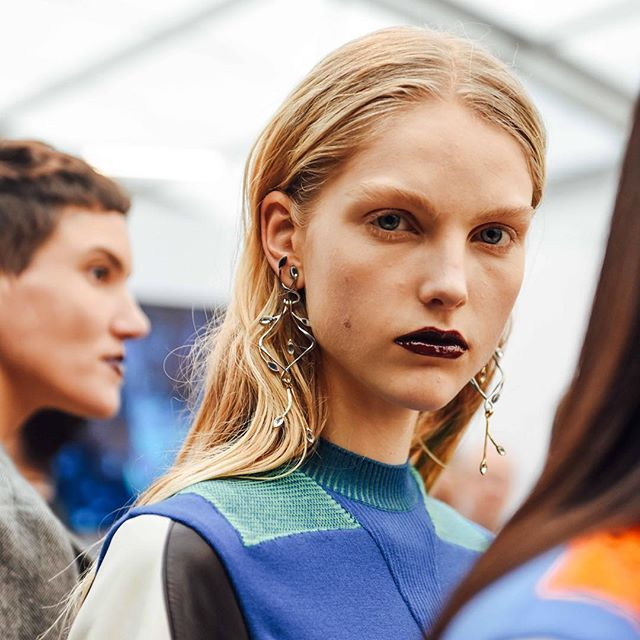 Bold Lips At The Louis Vuitton Autumn Winter 2016 Women S Fashion Show By Nicolas Ghesqui 232 Re