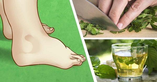 Tento čaj pomůže snížit otoky nohou