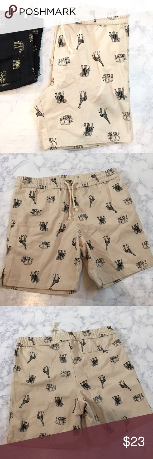"""21Men Khaki chino cargo animal print pull shorts 21 Men Khaki Shorts  Gently used, in great condition Size Large  Length 18""""  Waist 19""""   Laid flat, not stretched or doubled 21men Shorts Cargo"""
