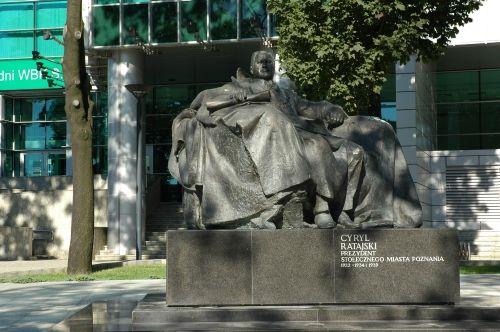 jan kucz, pomnik cyryla ratajskiego w poznaniu, 2002
