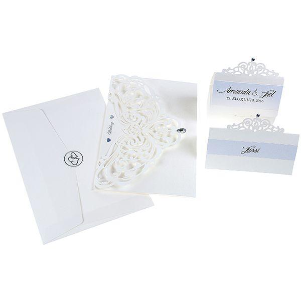Upeat koristeelliset kutsu- ja paikkakortit sekä karkkirasiat. Pakkauksissa mukana tarratimantteja koristeluun.
