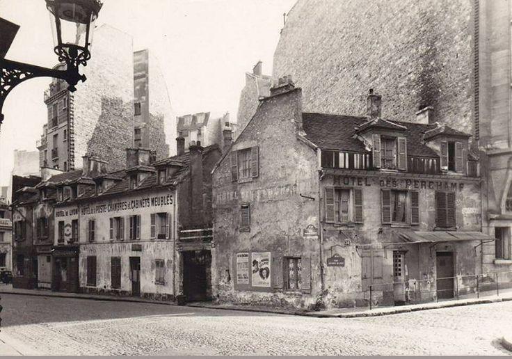 L'angle de la rue Pierre-Guérin (à gauche) et la rue Leconte-de-Lisle, vers 1920…