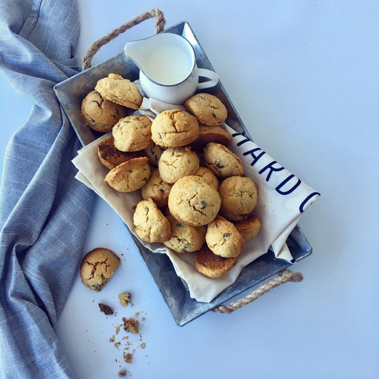 The most buttery, crumbly cookies you ever did eat. Lunch Box treats never looked so good need I say more!