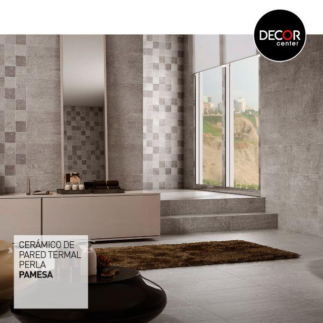 Los tonos en gris y las texturas son un detalle de diseño que quedan perfecto en las paredes principales del baño, ya que lo llenan de personalidad y combinan muy bien con la demás decoración del ambiente. #baño #diseño #ambientes #cerámicos #lovienDecor