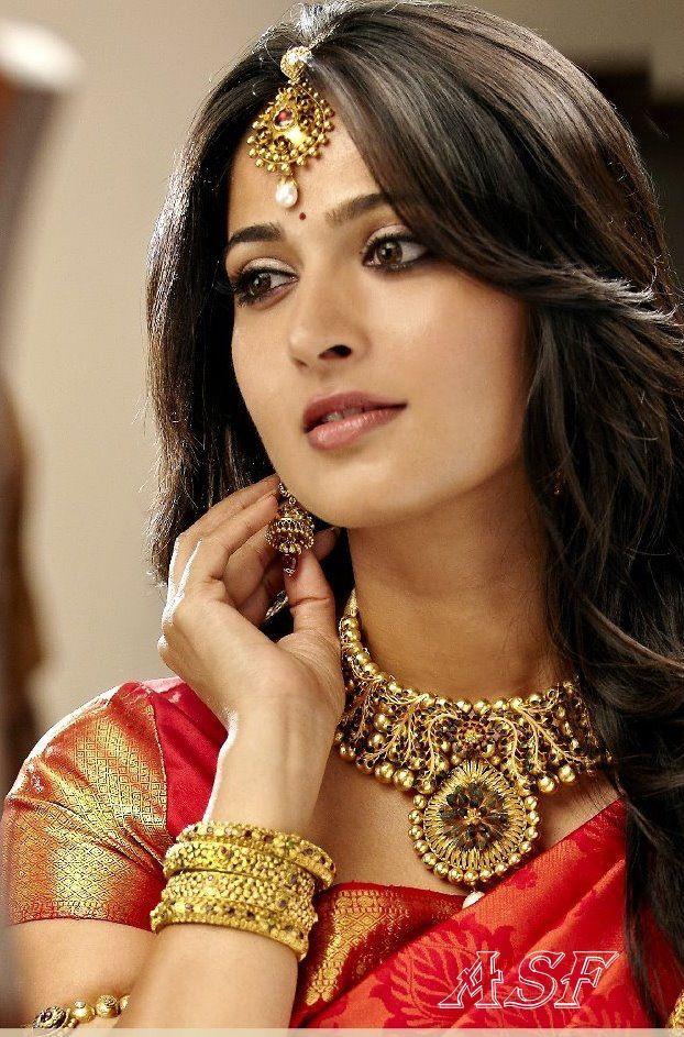Sexy Brüste von Bollywood-Heldinnen