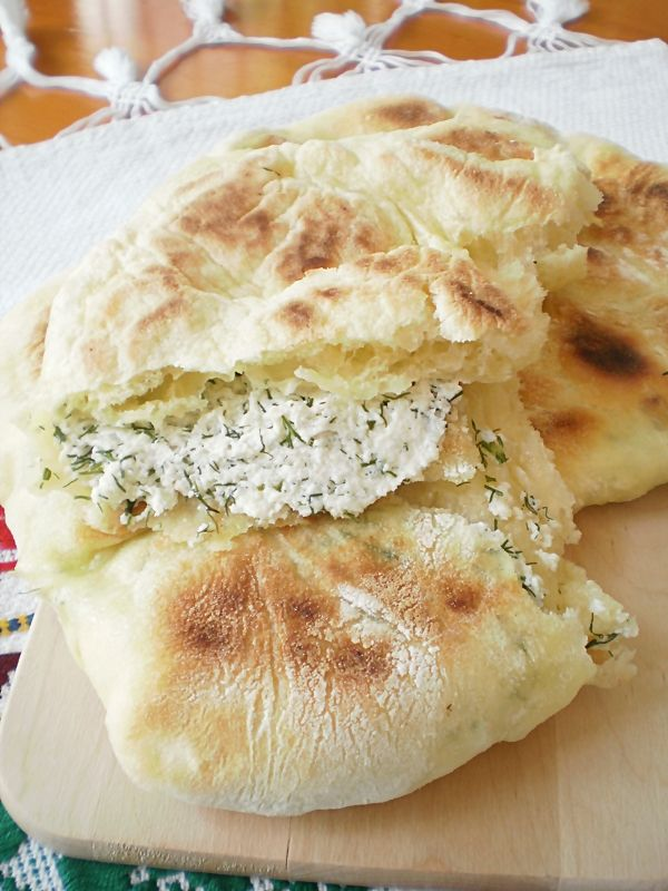 placinte-taranesti-cu-urda-si-marar-traditional pie with traditional cheese and dill