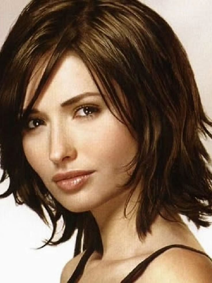 haircut-women--medium shoulder length in piecey layers, side part.
