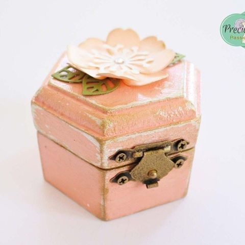"Wanna store your jewellery or precious objects? What better idea than this super cute box called ""Say YES to Salmon"" from #preciouselements ? Order yours here:  https://precious-elements.soldigo.com/cutiuta-say-yes-to-salmon_70922 #salmon #jewellerybox #makealivingdoingwhatyoulove #sellonlinewithsoldigo #turnyourhobbyintoacareer #dontbeafraidtosellonline #sayyes #shabbychic #coral #pastel #blush"