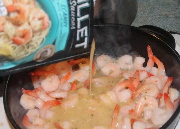 Campbell's Skillet Sauces make shrimp scampi an easy 3 step dinner for busy parents. #cbias #dinnerin15