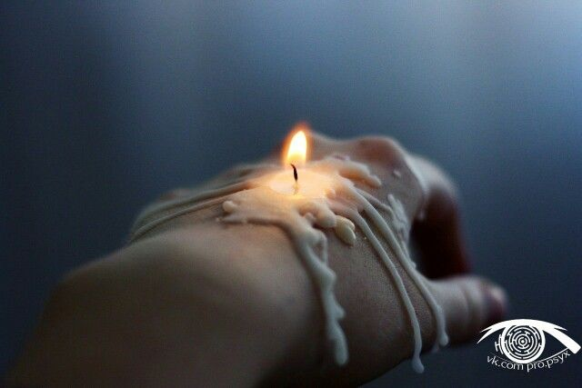 Ты говоришь: «Она не стоит свеч, Игра судьбы. Темны её сплетения». Но не бывает лишних встреч, И неслучайны совпадения.