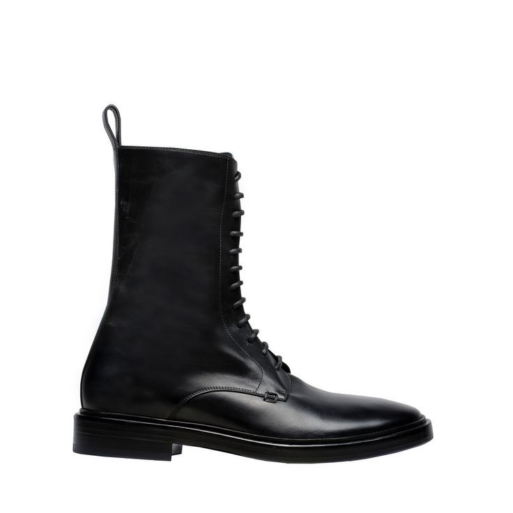 "Heavy duty boot. Shiny smooth calfskin. Tone-on-tone laces. Loop at back. Black sole. ""Signature"" square seam on the exterior. 20 mm arch. Made in Italy"