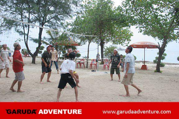 Sarana olah raga volley di pulau bidadari