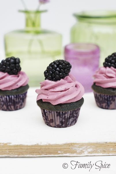 Baking with Honey: Blackberry & Honey Cupcakes by familyspice.com. These are beautiful, going to try this out. Yummyness