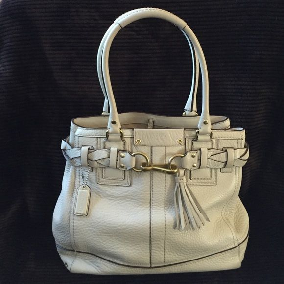Coach leather handbag Cream Coach Leather  handbag, used only a few times no marks no scratches in great condition Coach Bags Satchels