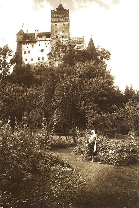 Queen Marie in the Bran Park Postcard