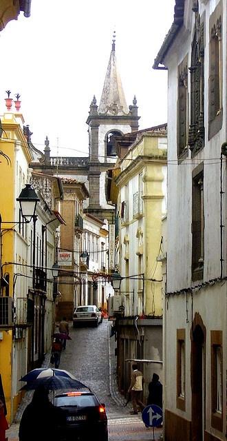 Rua de Portalegre em dia de chuva Alentejo