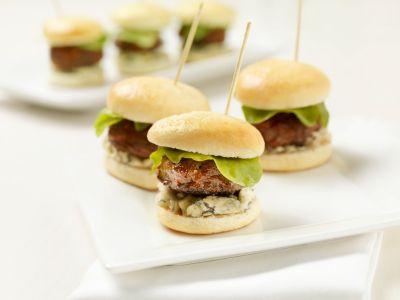 Mini hamburgers op een stokje