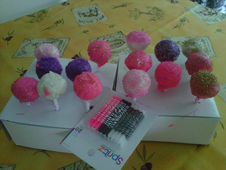 closer look at some of the cake pops.