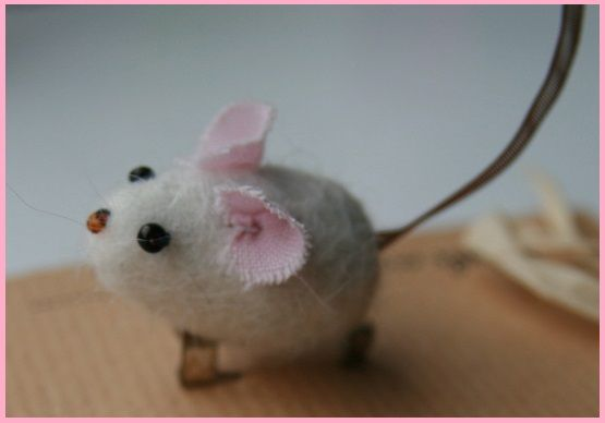 A beautiful Hand felted Mouse Brooch courtesy of Feverstitch & only £4.50ea. Cute
