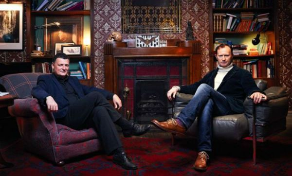 Sherlock, che cosa aspettarsi dalla quarta stagione http://www.sapereweb.it/sherlock-che-cosa-aspettarsi-dalla-quarta-stagione/        Le relazioni – complicate, imperscrutabili e gravate del fardello del passato – tra Holmes e il fratello Mycroft, tra i neogenitori Mary e John, tra quest'ultimo e il detective, e infine tra il protagonista e un nuovo formidabile villain (Culverton Smith, incarnato dal Toby Jones di Capt...