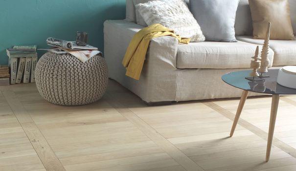 Colorés, bruts, blanchis ou vieillis, les parquets flottants transforment le sol de notre logement en espace créatif. Découvrez les parquets huilés ou vernis qui nous ont fait craquer, pour des applications très variées et à tous les prix.