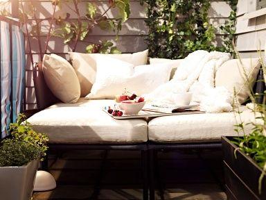Eine Mini-Lounge für zwei - 15 Wohntipps für den Balkon 1 - [SCHÖNER WOHNEN]