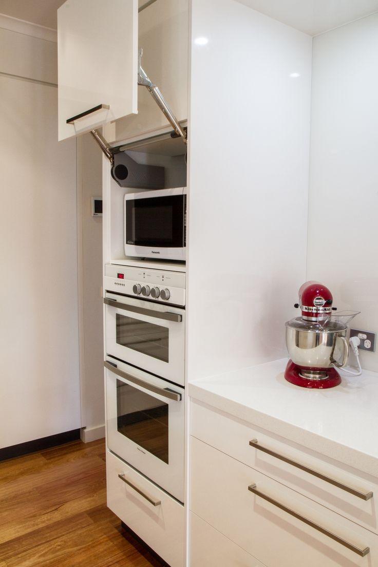 Lift up overhead. Aventos. White appliances. White modern kitchen. www.thekitchendesigncentre.com.au