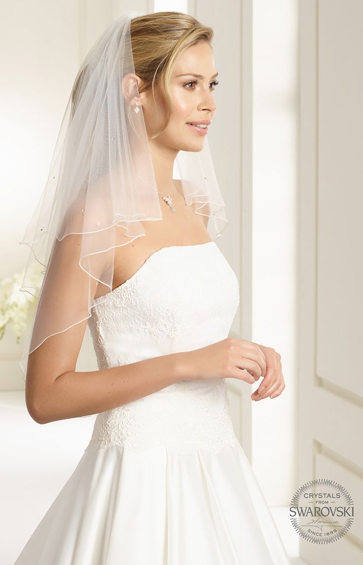 Fine veil S71 from Bianco Evento #biancoevento #veil #swarovski #weddingdress #weddingideas #bridetobe