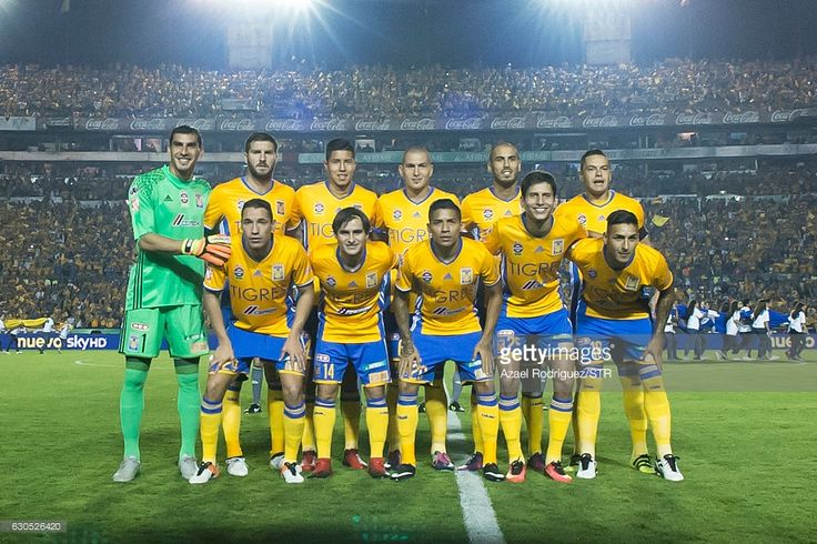 Players of Tigres pose prior the Final second leg match between Tigres UANL and America as part of the Torneo Apertura 2016 Liga MX at Universitario Stadium on December 25, 2016 in Monterrey, Mexico.