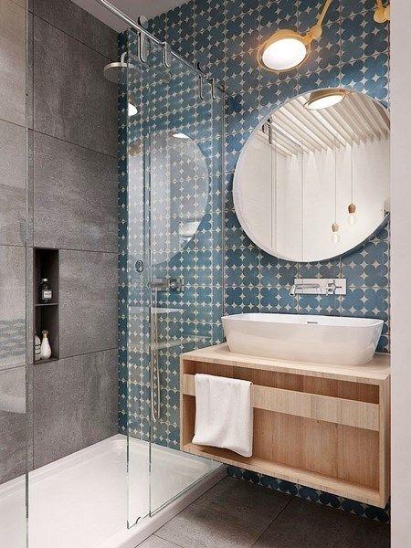 Dica de como decorar banheiros pequenos. Espelho e cores são elementos importantes.