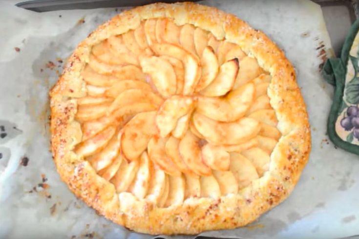 De Italianen noemen dit taartje ook wel de Galette Een appeltaart doet het eigenlijk altijd wel goed bij de visite. Er zijn maar weinig mensen die het appelgebakje niet lusten, zeker niet wanneer het is voorzien van een royale toef slagroom. Alleen gaat er vaak best wel wat tijd in het bakken van