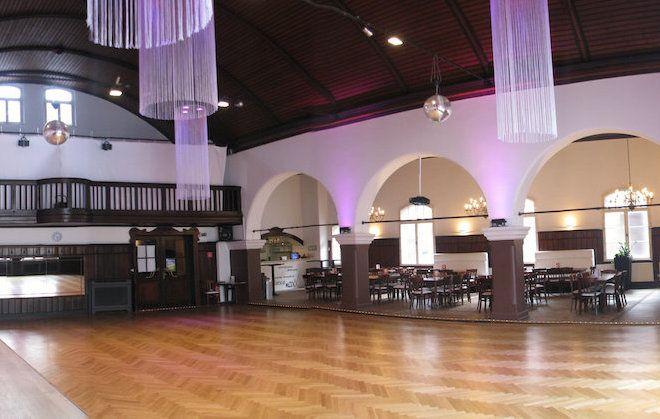 Der bezaubernde Schwanensaal in der Tanzschule 'dance maxX' in Roth bei Nürnberg!  Perfekt für Hochzeit oder Firmen Event mit einem Tanzworkshop als Rahmenprogramm.