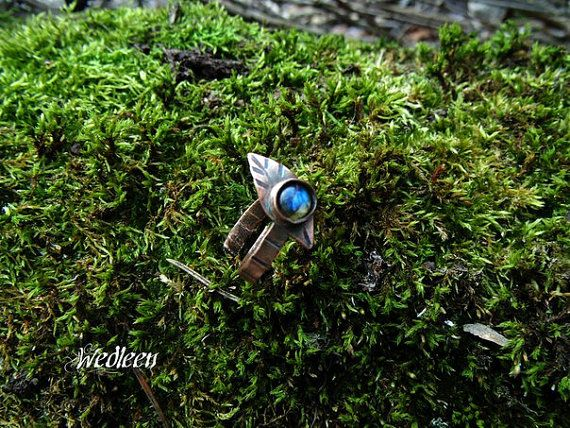 Copper ring with labradorite by JewellerybyWedleen on Etsy