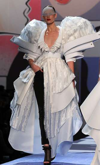 avant garde dresses | ... Dress Inspiration avant-garde spring wedding dress 4 – Wedding