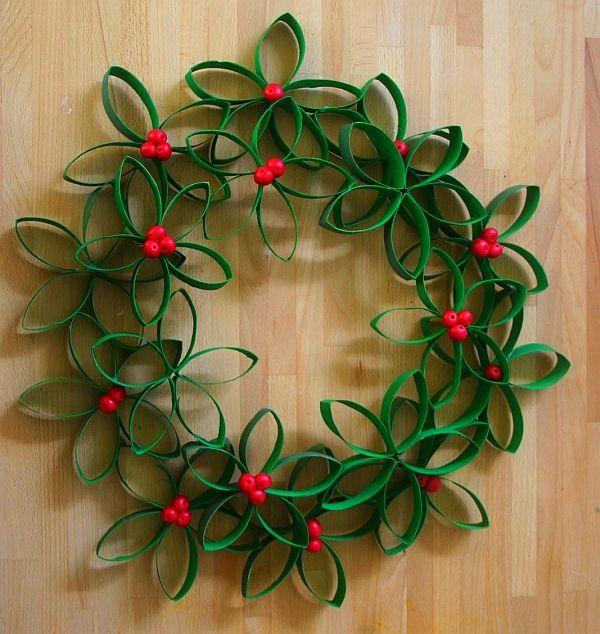 Направи си Коледен венец от хартиени ролки