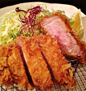 <とんかつ(大五)>  僕の好物「ロースとんかつ」。これも、偉大な日本料理だと思うんですよ。行く店も決まってる、東京・白金の「大五」。ここが僕にとっての「とんかつ」のブランド。今年で27年目となる地域密着型とんかつ店。古くからのファンも多く、引っ越ししても食べに通う方もいるほど。イチ押しのとんかつは養豚場と直接取引し、住所の白金にちなんで岩手の白金豚を使用。通常の豚肉は取引している精肉店がいちばん状態のよいものを届けてくれるスタイル。そんな裏側に隠れた洒落心も知ると、なおさら旨くなる。【MEN'S CLUB編集長 戸賀敬城】    http://lexus.jp/cp/10editors/contents/mensclub/index.html    ※掲載写真の権利及び管理責任は各編集部にあります。LEXUS pinterestに投稿されたコメントは、LEXUSの基準により取り下げる場合があります。
