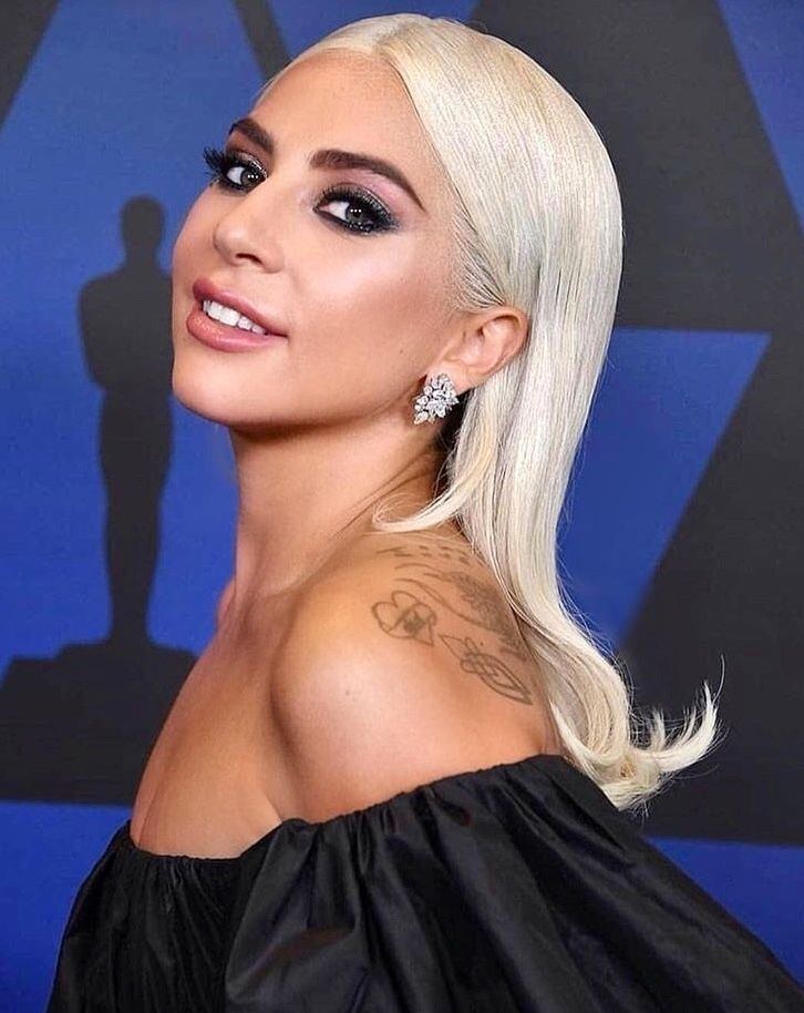 30 Pictures Of Lady Gaga Crazy Hairstyles Wigs Bow Hair Ideas 27 Lady Gaga Hair Hair Styles Bouffant Hair