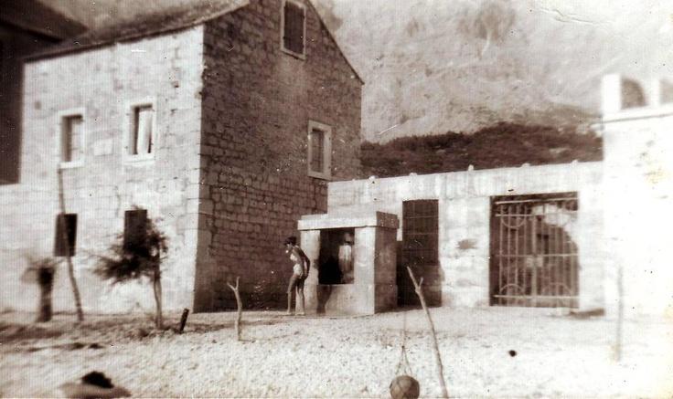 Tučepi, Riva