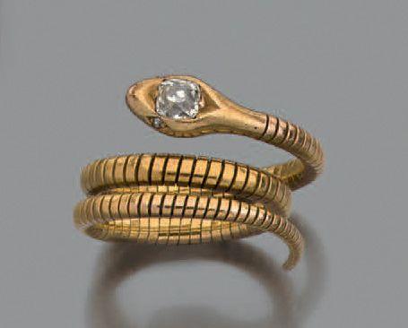 """Bague """"serpent"""" en or jaune 18k sertie sur la tête d'un diamant de taille ancienne et de deux petits diamants pour les yeux.  Pb.: 7.95gr  A yellow gold snake-shaped ring, set with an ancient-cut diamond… - Aguttes - 19/10/2016"""
