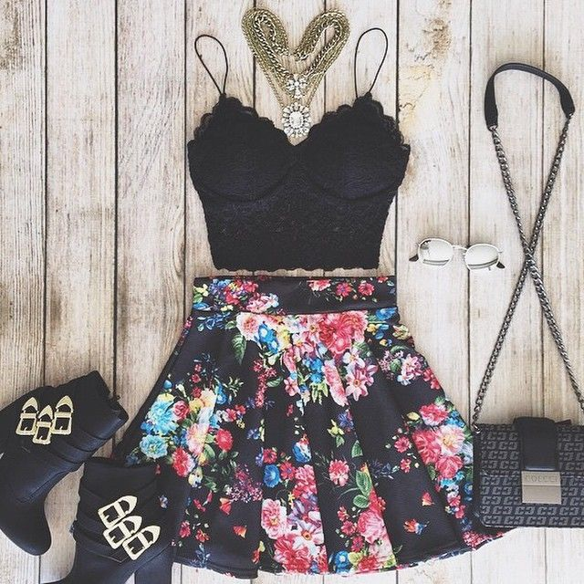 Cute lace cropped top and floral skater skirt on Luulla