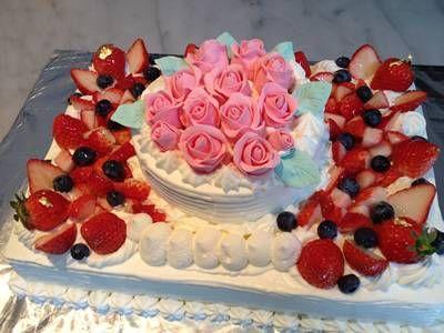 【東京 横浜市、みなとみらい近辺配送】【送料無料】【パーティ用 ウエディング用ケーキの生ケーキを宅配】【25x38cm】スペシャルな日の薔薇ケーキ(2段)