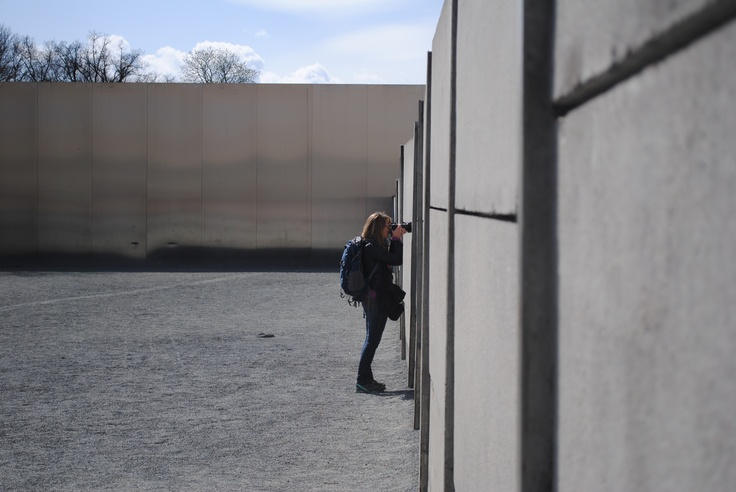 At the Berlin Wall Memorial. Tip: Go up the plattform to have a close look at the former death strip.  (GowithOh tour, Berlin 01.04.2012)