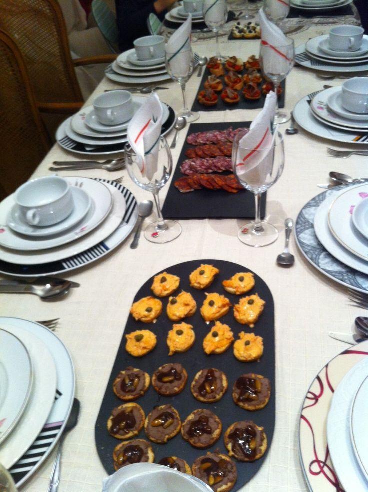 #€ntrantes sobre #platos y #fuentes de #pizarras. #platosypizarras.com #decoratumesa #regalos #ideasoriginales #pizarra #slate