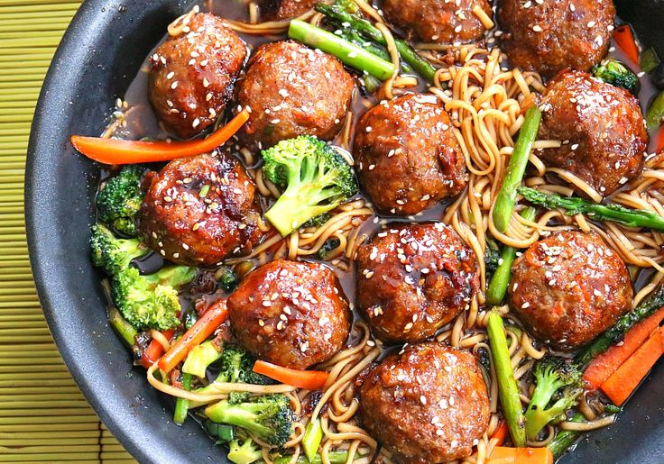 This one pot sesame chicken meatballs with lo mein recipe is a quick, hearty meal perfect for weeknights that the whole family will love.