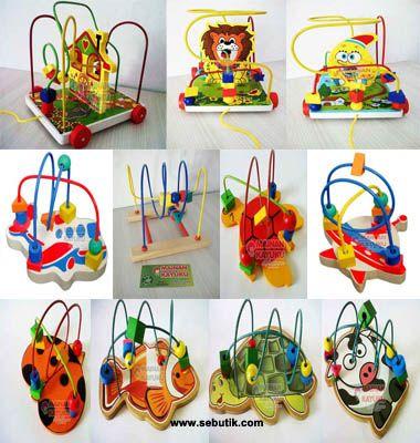 Mainan Seri Wire Game: House, Singa, Natural, Spongebob, Roket, Pesawat, Kepik, Sapi, Ikan, Kura-kura Hijau, Kura-kura Kuning.   Ukuran: 18cm x 19cm x 20cm Berat : 1100 gr  Manfaat Mainan Edukatif Wire Game Singa:  1. Melatih sensorik dan motorik anak. 2. Melatih koordinasi mata dan tangan. 3. Pengenalan warna dan bentuk. 4. Melatih sistematika berpikir. 5. Mengajarkan anak untuk sabar dan teratur. 6. Pengenalan hewan. 7. Pengenalan pola dan alur.