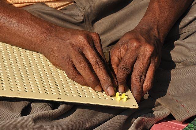 Le mani di Biswanath, un ragazzo indiano cieco