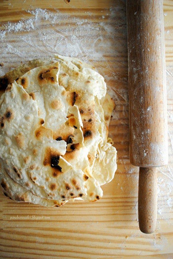 Pane, burro e alici: Il pane azzimo