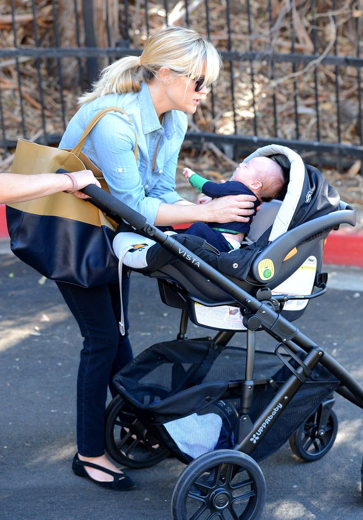 Reese Witheerspoon and her new son Tennessee James strolling in the Uppababy Vista. #uppababyvista